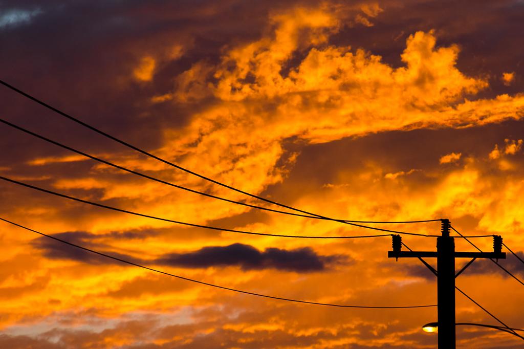 red-sunrise-street-light