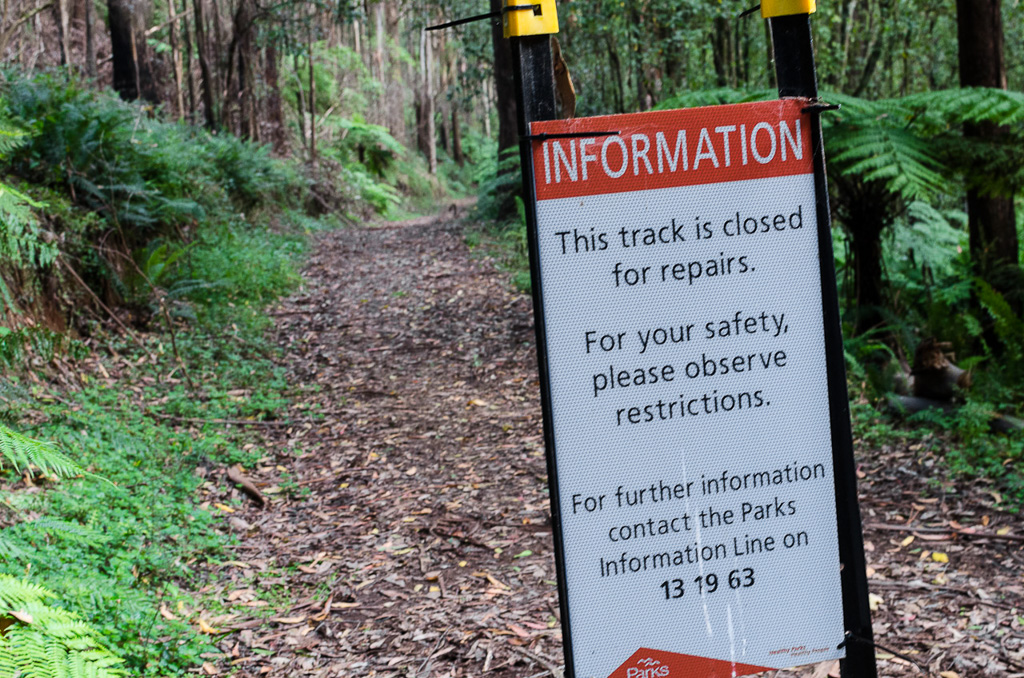closed-track-sign-dandenong-creek-track