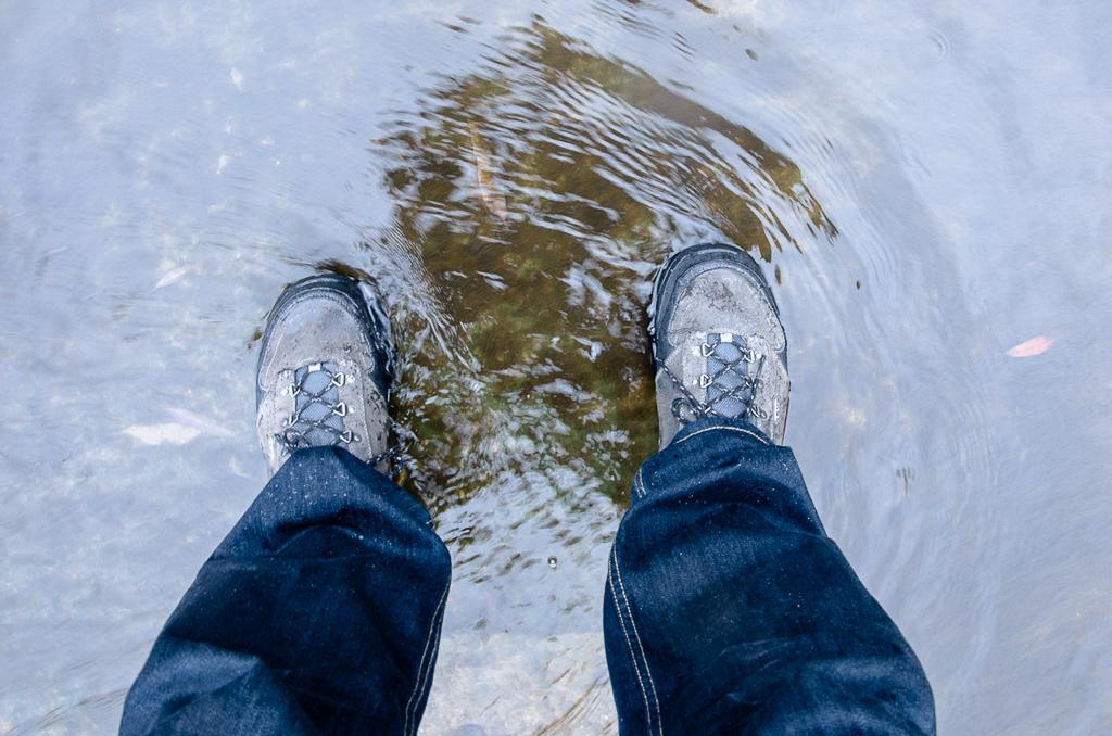 ahnu-event-shoes-with-hiking-fiasco
