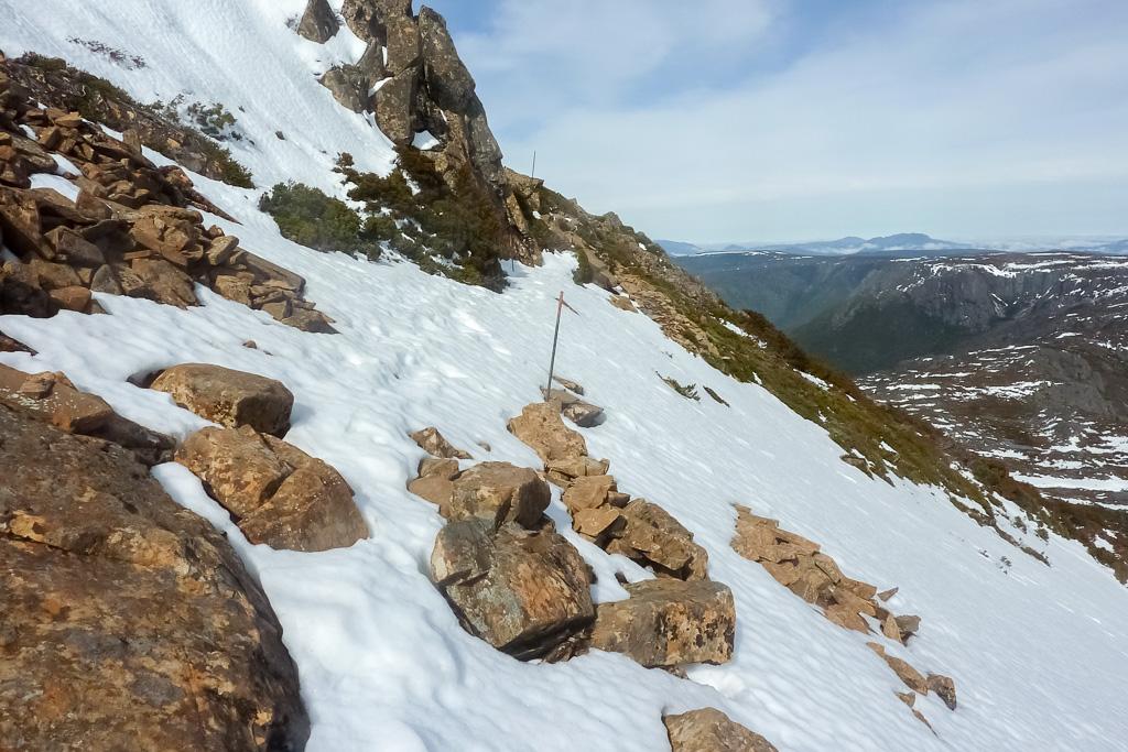 climbing-cradle-mountain-snow