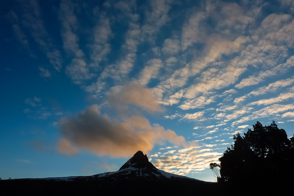 clouds-sunset-over-barn-bluff