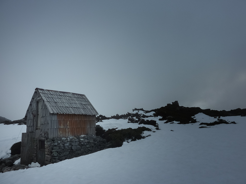 kitchen-hut-tasmania-snow