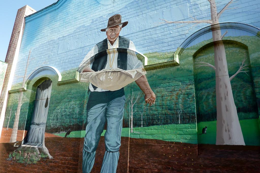 large-mural-wall-sheffield-tasmania