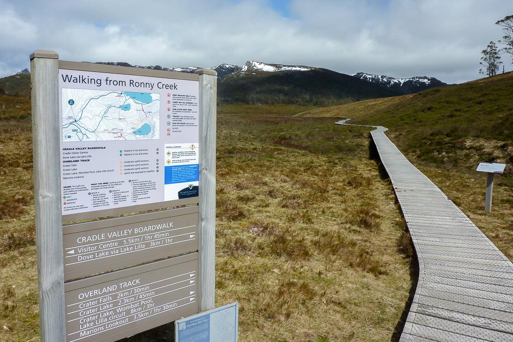 overland-track-start-ronny-creek