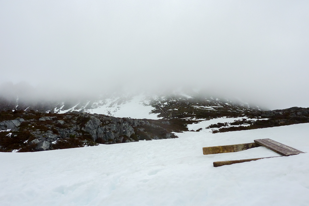 snow-below-cradle-mountain