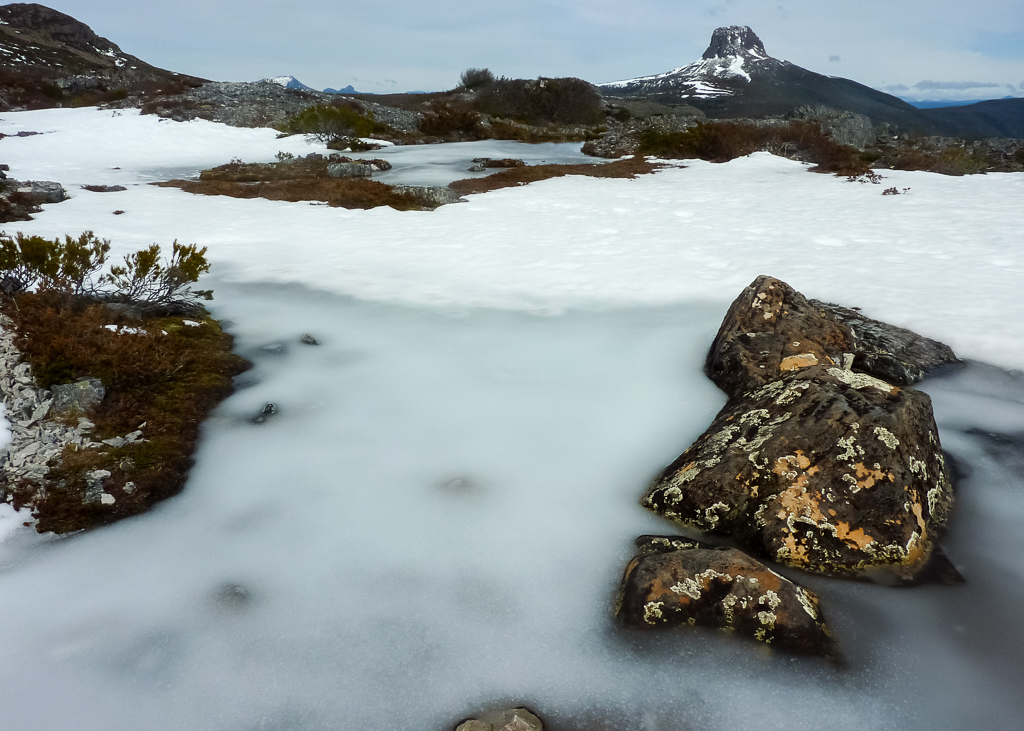 snow-ice-barn-bluff-from-overland-track