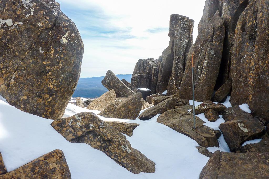 snow-rocks-on-cradle-mountain