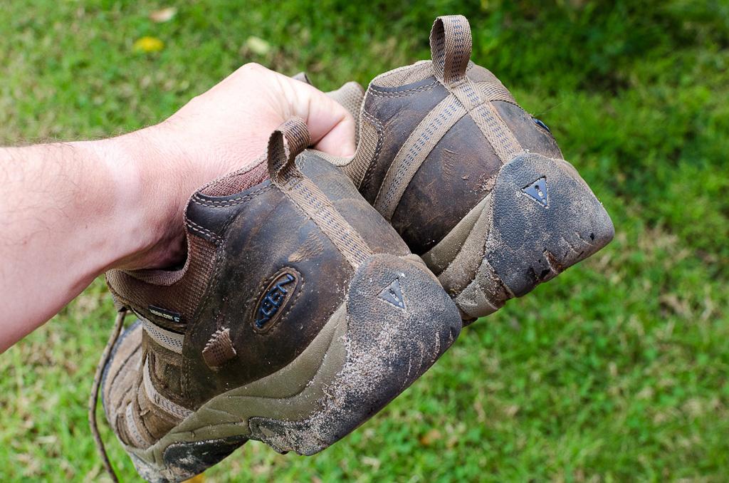 keen-siskiyou-shoe-with-broken-strap