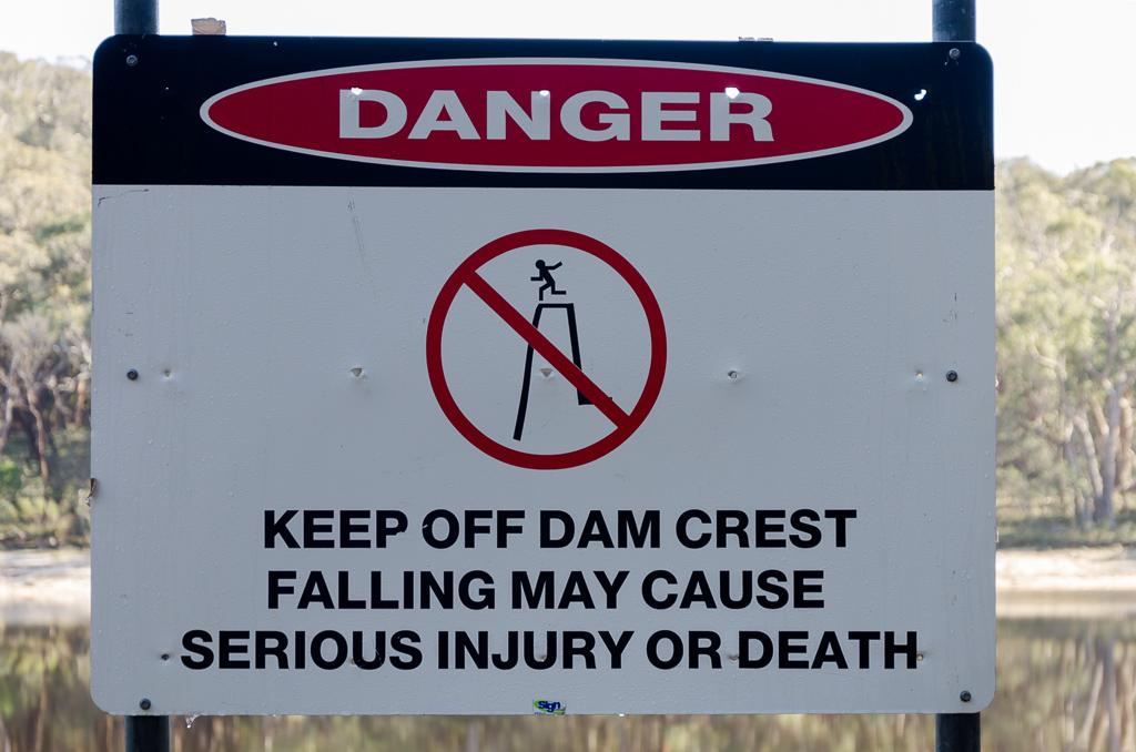 warning-sign-langi-ghiran-reservoir