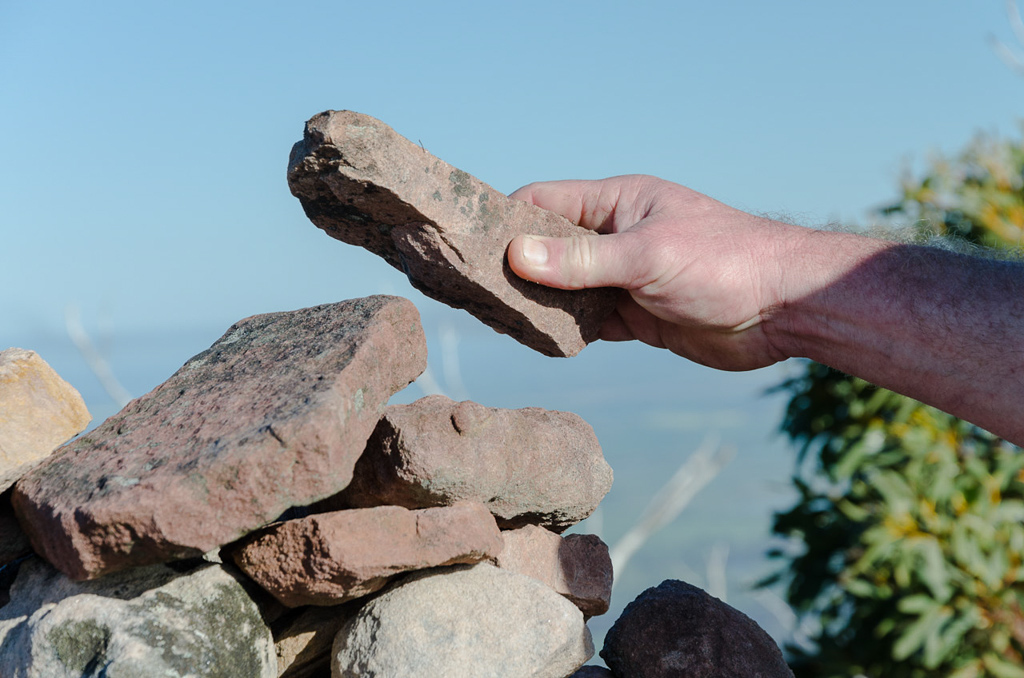 placing-rock-on-cairn-durd-durd