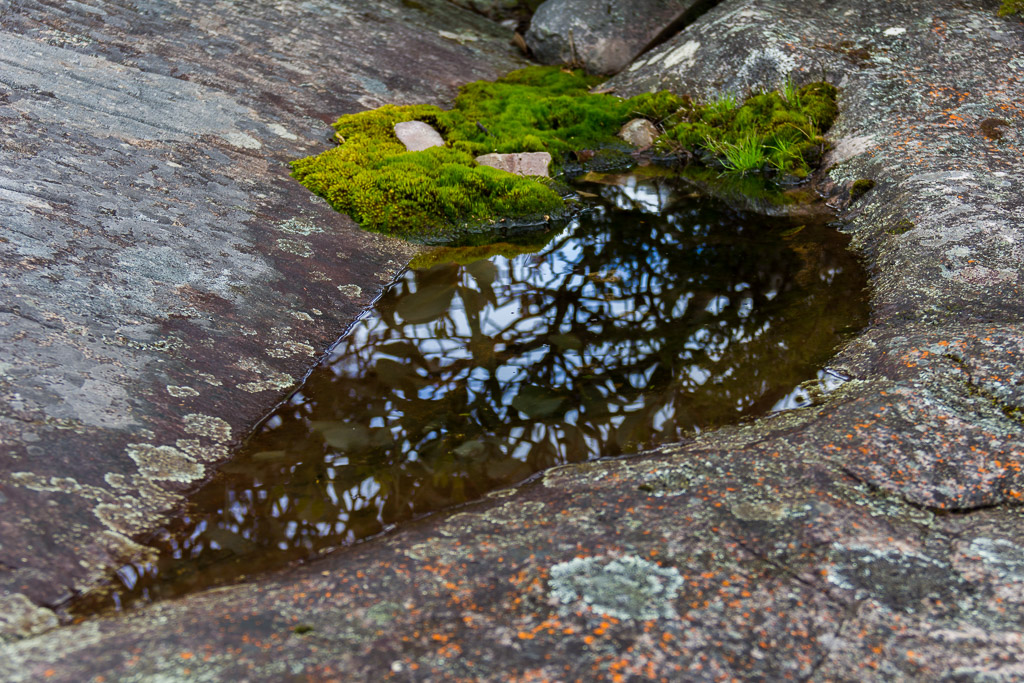 pool-of-water-rocks-grampians