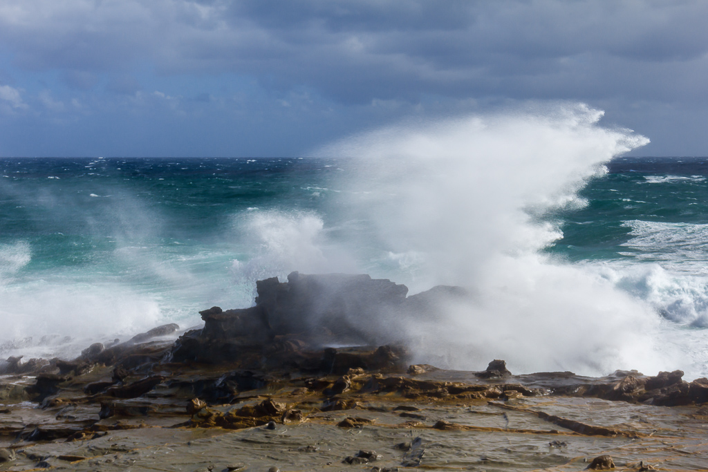 waves-breaking-on-rocks-near-kilcunda