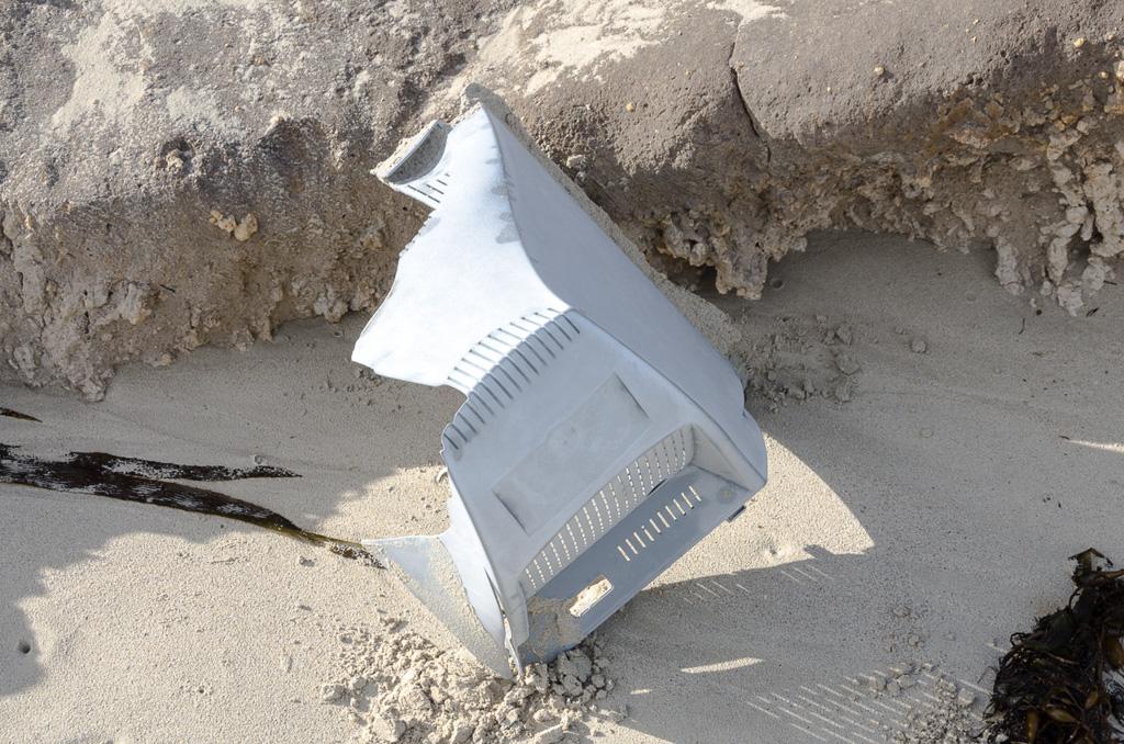 crt-computer-case-beach
