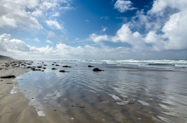 light-reflecting-waves-beach