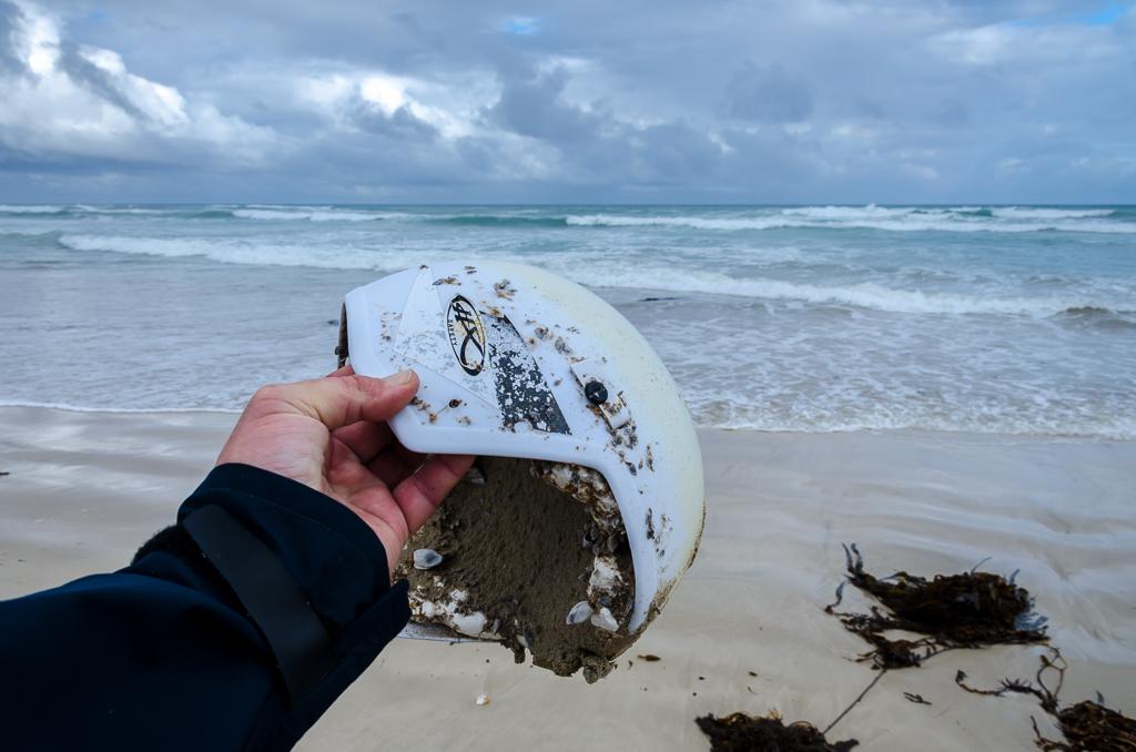 motorcycle-helmet-found-on-beach