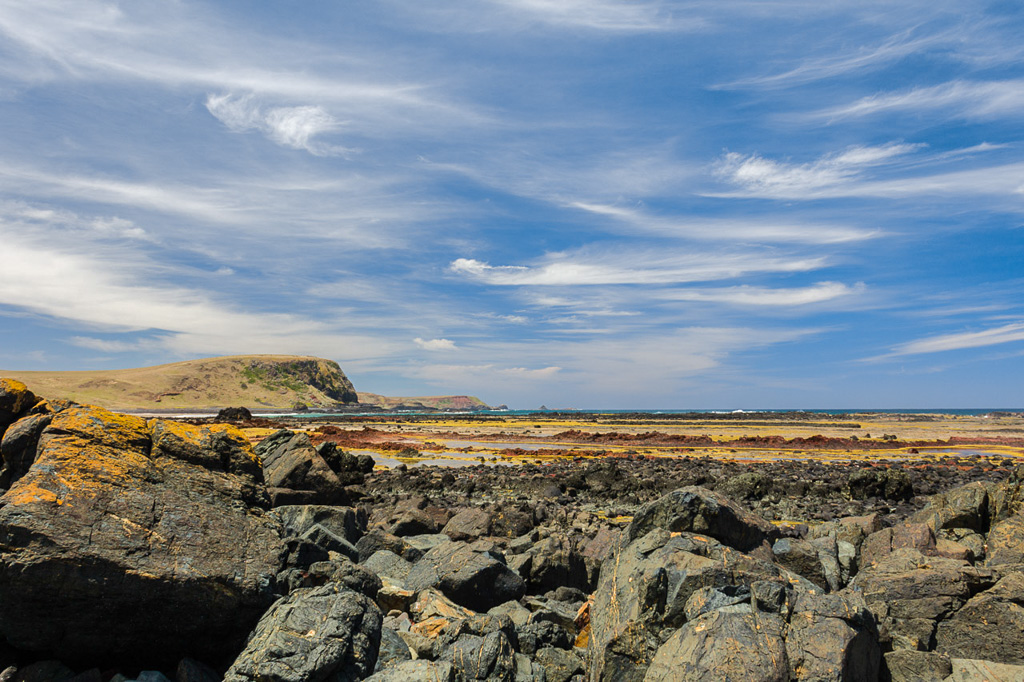 rocky-beach-phillip-island