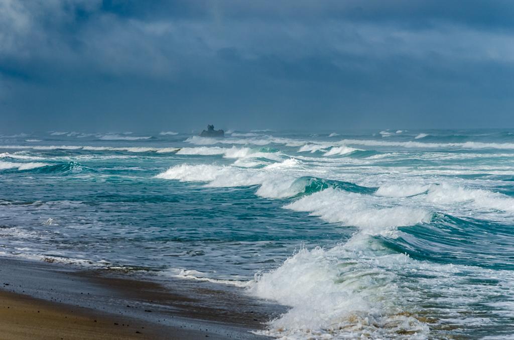 shipwreck-rock-surf