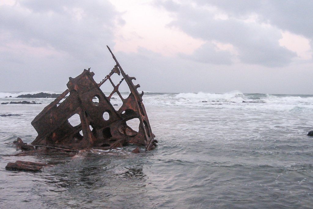 speke-shipwreck-high-tide