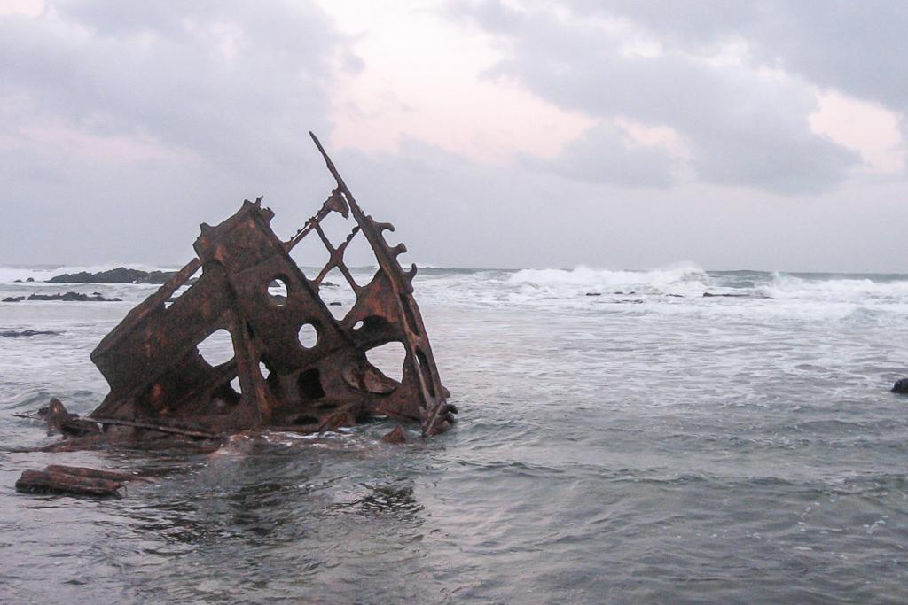 speke-shipwreck-high-tide