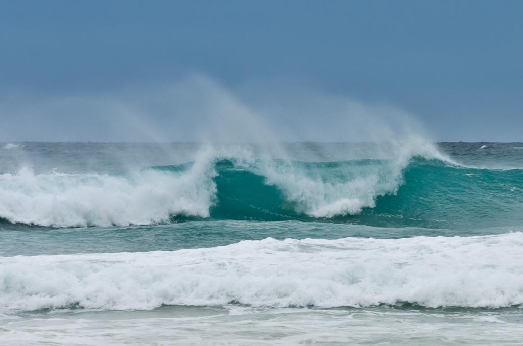 surf-breaking