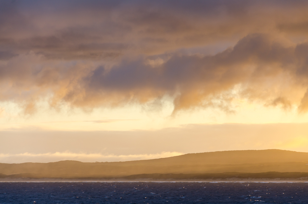 clouds-sunrise-over-ocean