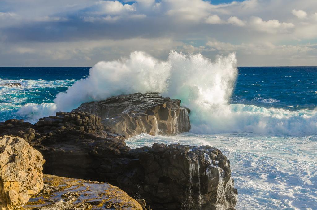 heavy-sea-waves-breaking