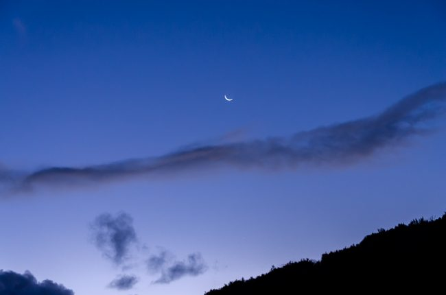 moon-rising-twilight-blue-sky