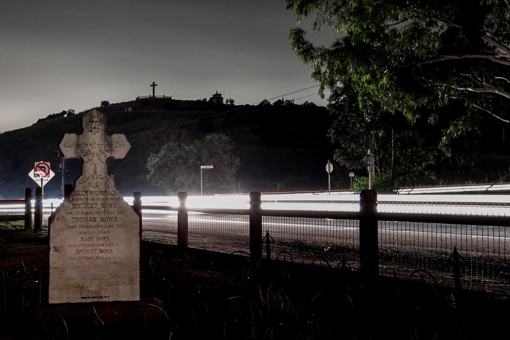 old-hopetoun-cemetery-night