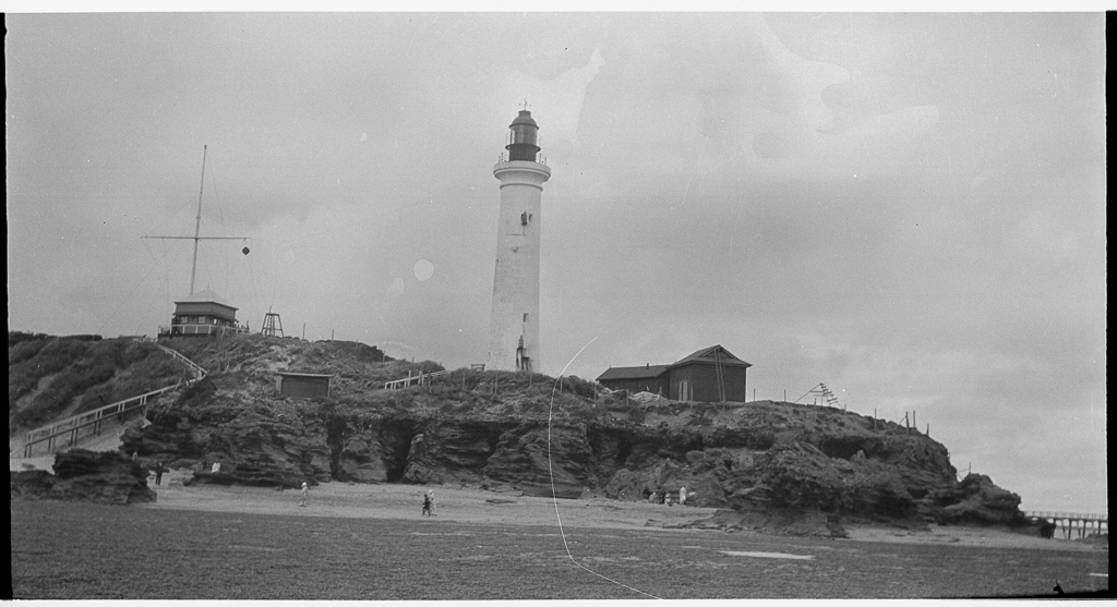 point-lonsdale-and-lighthouse-gerard-s-wardell-1904-1992-state-library-of-victoria