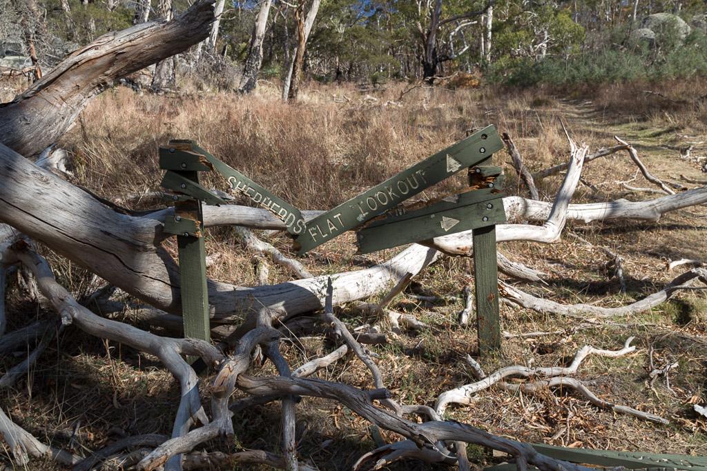 broken-shepherds-flat-lookout-sign-mount-alexander