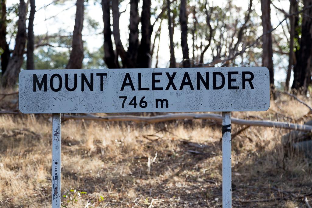 mount-alexander-summit-sign