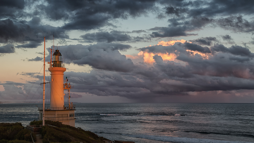 point-lonsdale-lighthouse-at-sunset