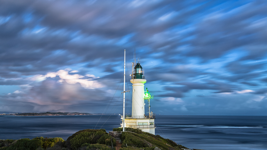 point-lonsdale-lighthouse-under-clouds