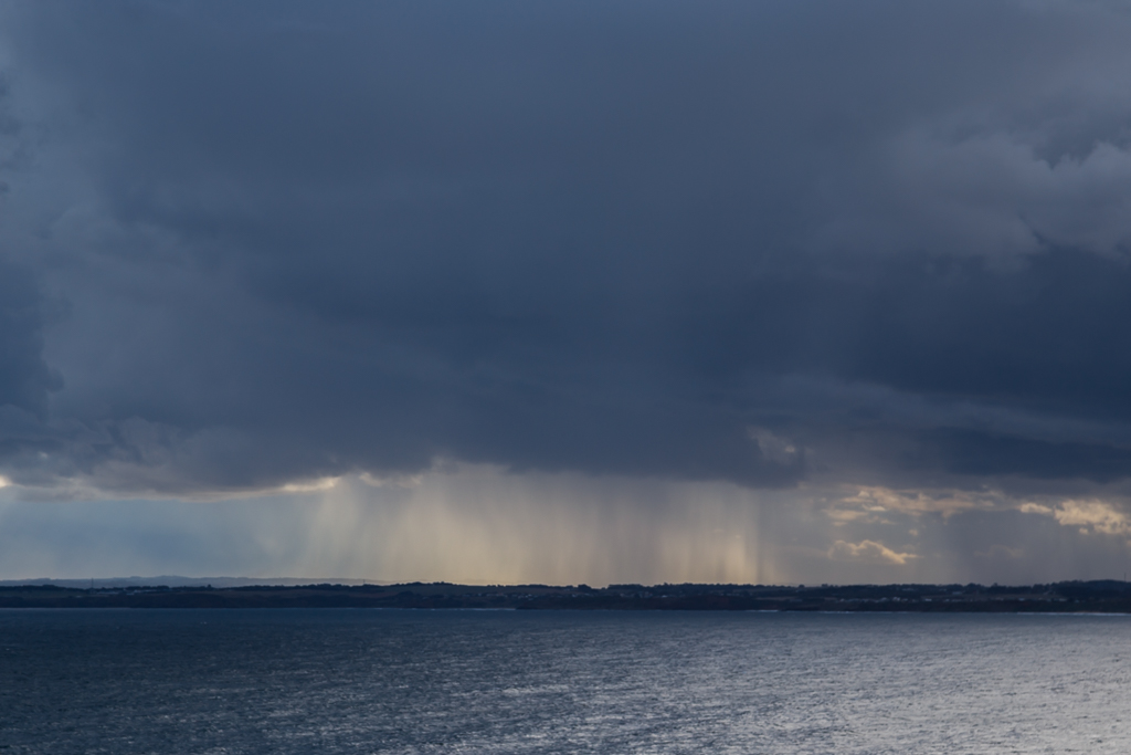 rain-cloud-over-phillip-island