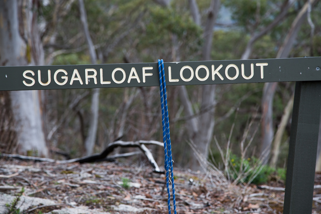 rope-on-mount-sugarloaf-lookout-sign