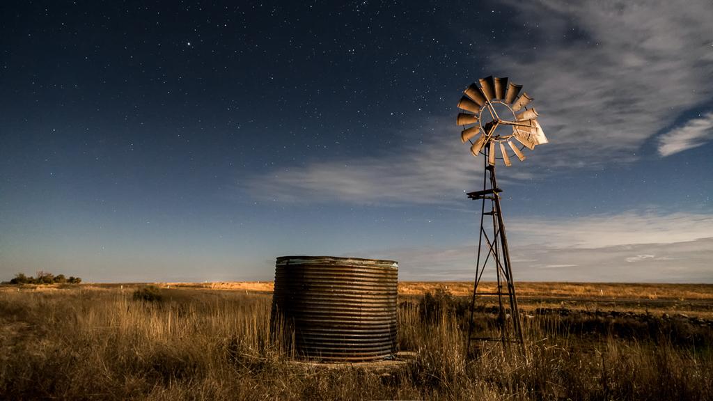 windmill-under-stars