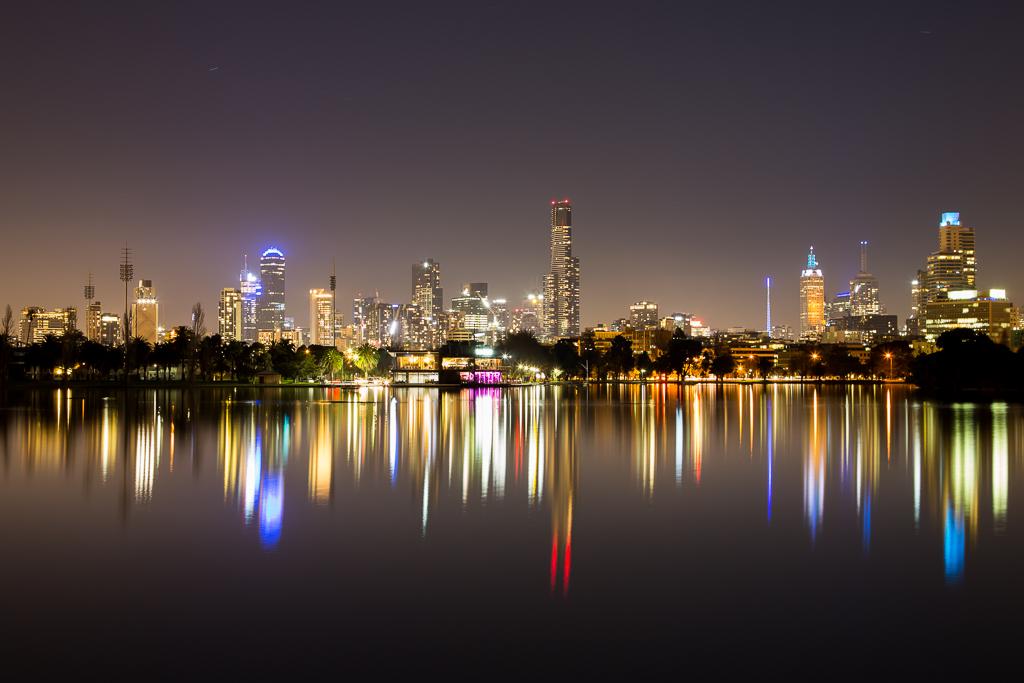 melbourne-city-light-night-from-albert-park-lake