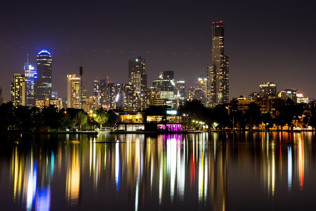 melbourne-city-night-from-albert-park-lake