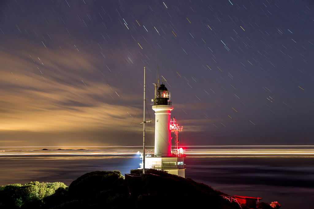 ship-passing-point-lonsdale-lighthouse-twilight