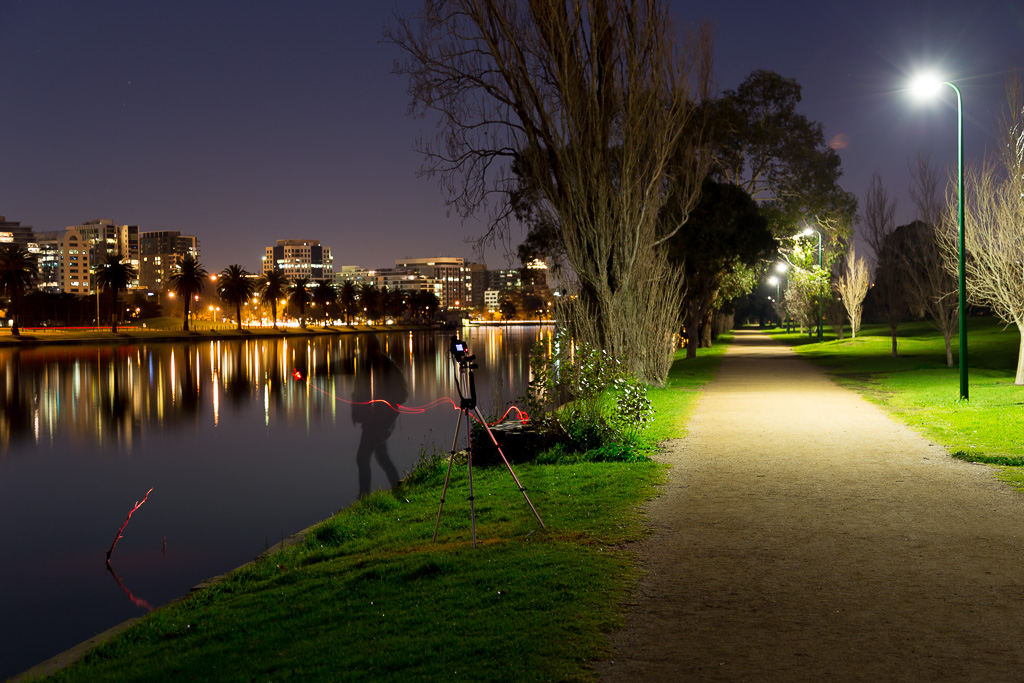 taking-photos-night-albert-park-lake