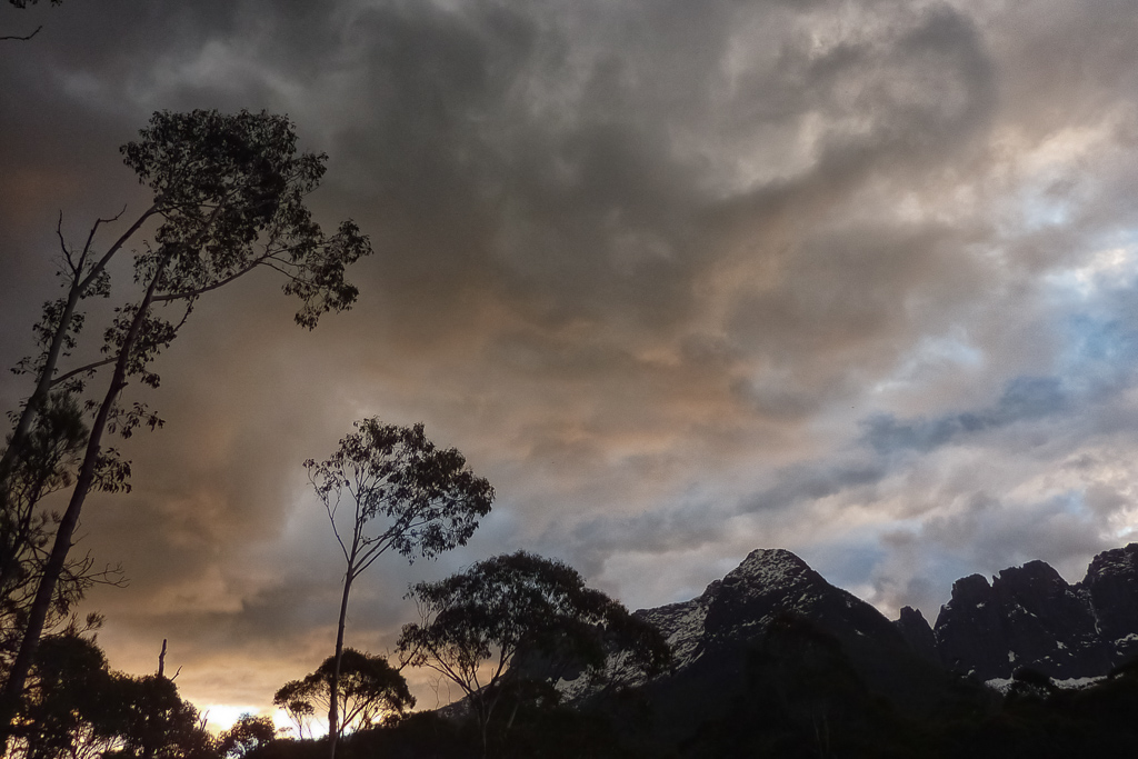 sunset-over-ducane-range-overland-track