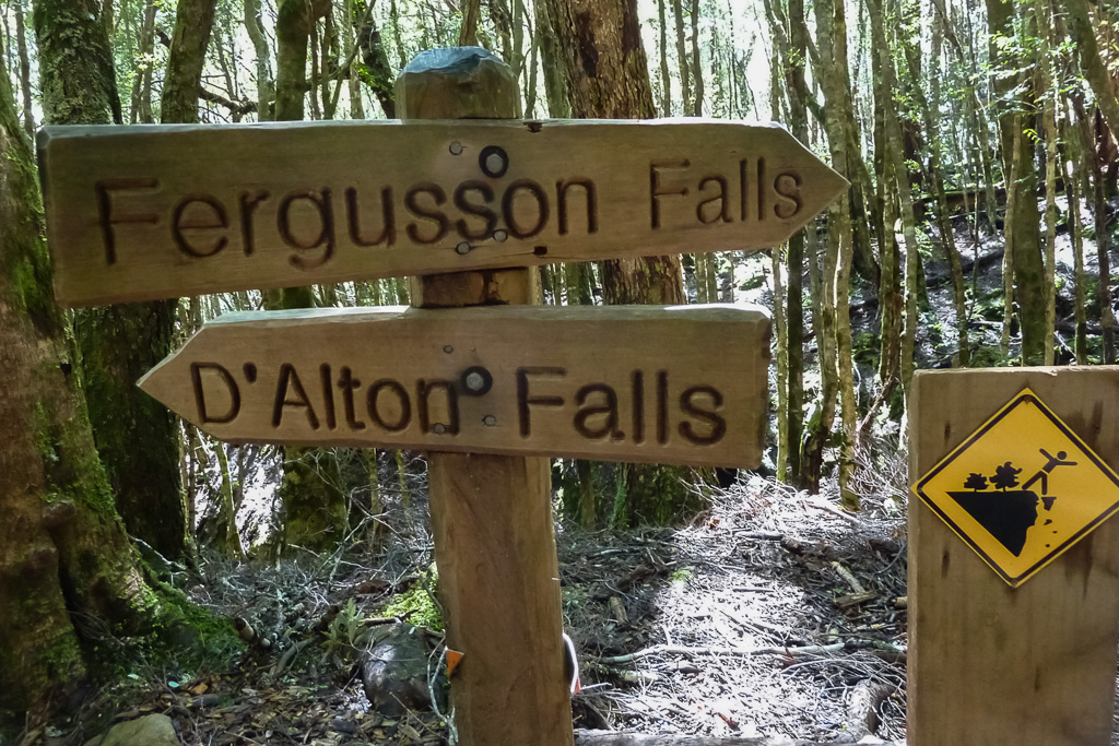 turn-off-for-waterfalls-overland-track