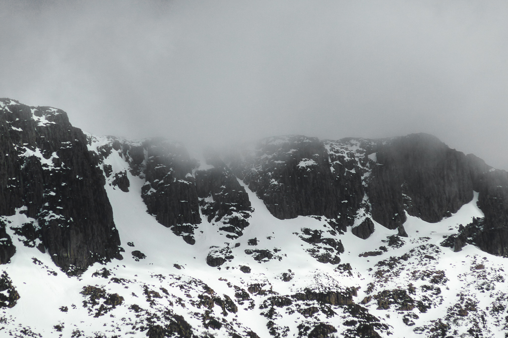 low-cloud-and-snow-du-cane-range