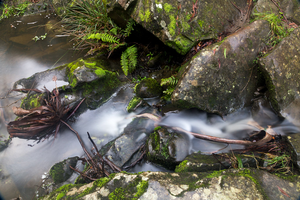 water-between-rocks-phantom-falls