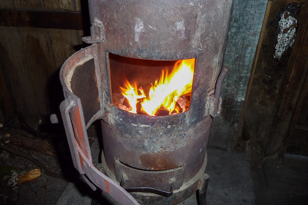 wood-heater-echo-point-hut