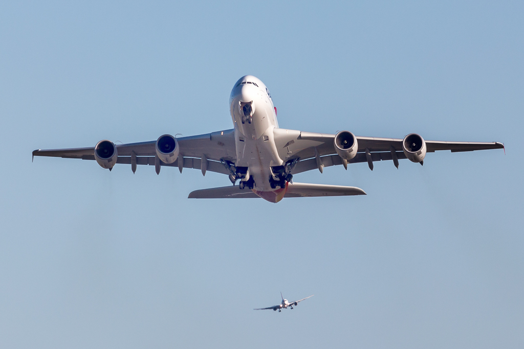 Airbus_A380_VH_OQI_after_taking_off