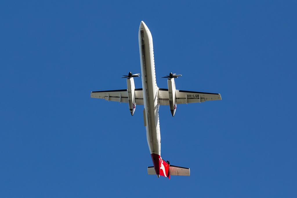 Bombardier_Dash_8_VH_LQB
