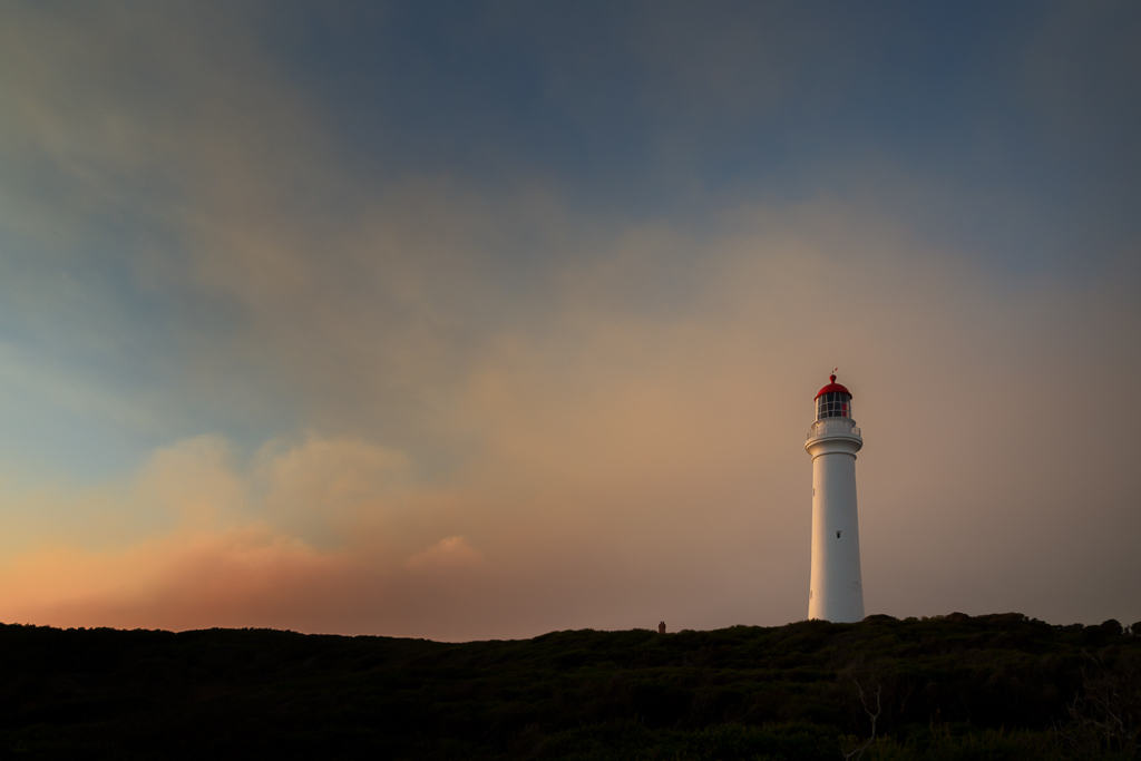 split-point-lighthouse-sunset-smoke-glow