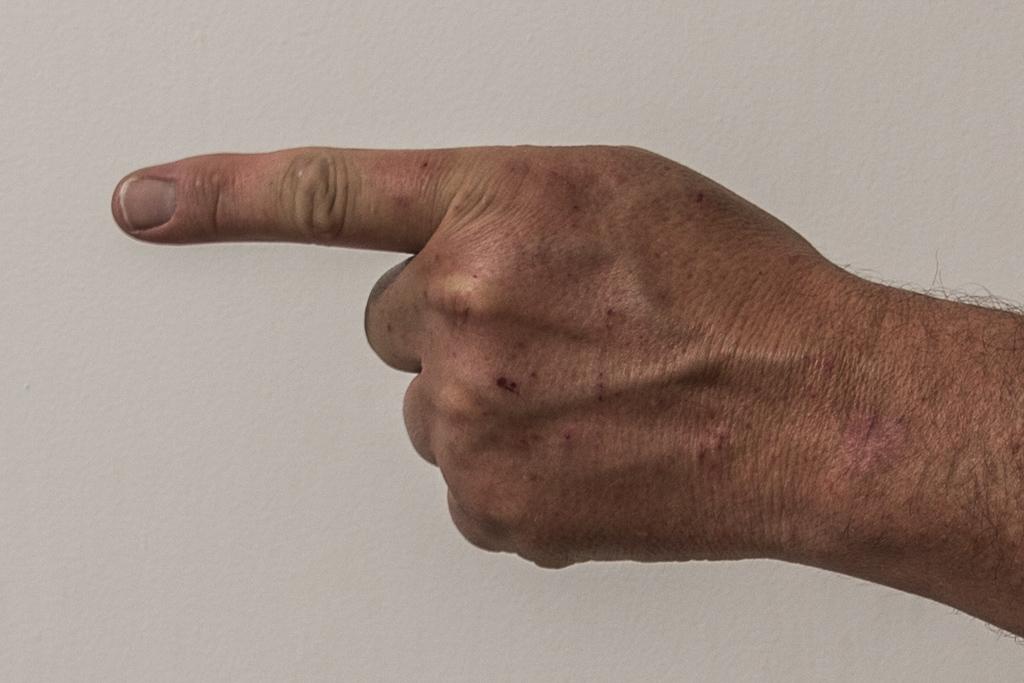 finger-pointing-2