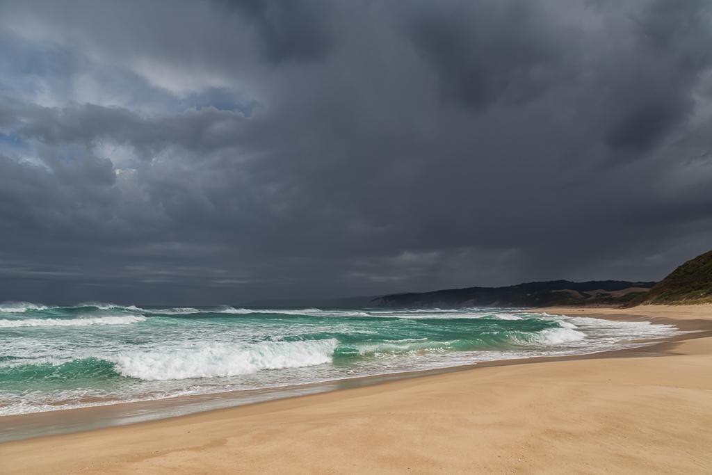 sun-dark-clouds-johanna-beach